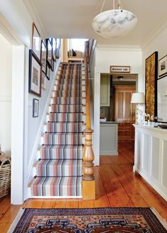 Striped Stair Runner - Use rugs and runners to inject colour and protect high traffic areas of your home. Family Dining Rooms, Living Room On A Budget, Striped Carpets, White Cottage, Lake Cottage, Entry Hall, Carpet Stairs, Hallway Decorating, Frames On Wall