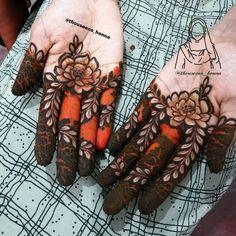 No photo description available. Short Mehndi Design, Kashee's Mehndi Designs, Floral Henna Designs, Finger Henna Designs, Legs Mehndi Design, Mehndi Designs For Girls, Mehndi Designs For Beginners, Wedding Mehndi Designs, Mehndi Designs For Fingers