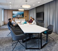 A Look Inside Inscape's Modern Toronto Office & Showroom Showroom Interior Design, Interior Architecture, Gray Interior, Futuristic Architecture, Interior Doors, Conference Room Design, Conference Table, Office Meeting, Meeting Rooms