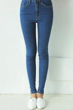 Today's Hot Pick :简约蓝色牛仔小脚裤 http://fashionstylep.com/SFSELFAA0029467/stylenandacn/out 简约蓝色牛仔小脚裤 上身搭配简约条纹宽松T尽显明星范儿 - 时尚简约 - 修身版型 - 个性百搭 仅蓝色一种颜色,喜欢的MM们千万不要错过哦^^