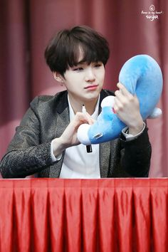 Suga ❤ BTS at the Jongro Fansign #BTS #방탄소년단