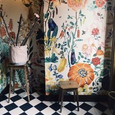 How beautiful is this mural! I'd love to be able to do this.. Jen Causey #floral #brightandbold #flowers #colourful #interiordesign #interiors #interiorstyle #interiorstyling #interiorinspo #homedecor #homestyle #homedesign #homestyling #interiorsblogger #interiorsblog #homeblog #homeblogger #inspo #interier #myhomevibe #2018style #2018interiors