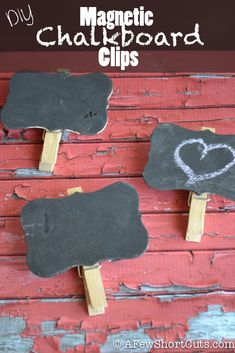 These make awesome gifts, and are great to have. Try this simple & frugal DIY Magnetic Chalkboard Clips #craft