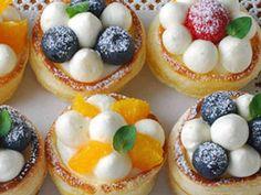 プチチーズクリームパイの画像 Small Desserts, French Desserts, Sweet Desserts, Delicious Desserts, Mini Cakes, Cupcake Cakes, Japanese Bakery, Bakery Cafe, Cafe Food