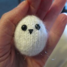 Just Crafty Enough – Advent Calendar Project – Week 9 Owl Knitting Pattern, Christmas Knitting Patterns, Knitting Patterns Free, Free Knitting, Knitting Ideas, Knitted Owl, Crochet Owls, Knitted Animals, Owl Ornament