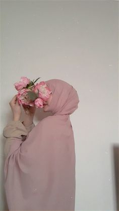 Hijab Chic, Ootd Hijab, Hijab Outfit, Hijabi Girl, Girl Hijab, Fashion Photography Poses, Girl Photography, Islamic Girl Images, Muslim Girls Photos