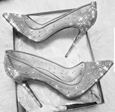 HEELS Beste Hochzeitsschuhe Silber tolle Ideen Wholesale gold jewelry trading guide for entrepre Fancy Shoes, Pretty Shoes, Cute Shoes, Women's Shoes, Me Too Shoes, Shoe Boots, Silver Shoes Heels, Silver Heels Prom, Silver Pumps