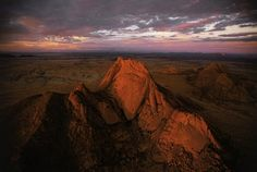 YannArthusBertrand2.org - Fond d écran gratuit à télécharger || Download free wallpaper - Massif du Spitzkop au coucher du soleil, région du Damaraland, Namibie (21°50' S –15°11' E).