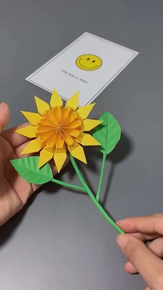 Paper Crafts Origami, Diy Origami, Paper Crafts For Kids, Diy Arts And Crafts, Diy Paper, Paper Flowers Craft, Flower Crafts, Diy Crafts Hacks, Diy Projects