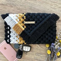 Knitting Ideas Custom clutch off to its new owner ➿. Diy Fashion Accessories, Crochet Accessories, Macrame Patterns, Crochet Patterns, Custom Clutches, Macrame Purse, Bag Women, Macrame Design, Crochet Purses
