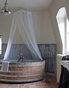 Une baignoire faite dans un tonneau Wine Barrel Tub for-the-home Dream Bathrooms, Beautiful Bathrooms, Luxury Bathrooms, Upstairs Bathrooms, Basement Bathroom, Washroom, Deco Design, Home Design, Design Ideas