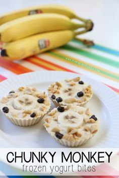 Healthy Snacks For Kids - Delicious, easy-to-make chunky monkey frozen yogurt bites filled with banana, natural peanut butter, yogurt, and a tiny bit of dark chocolate too! Baby Food Recipes, Gourmet Recipes, Snack Recipes, Fun Recipes For Kids, Toddler Smoothie Recipes, Toddler Smoothies, Dinner Recipes, Healthy Dessert Recipes, Frozen Yogurt Bites