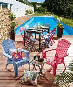 Collection de tables, chaises, fauteuils et table d'appoint en plastique disponible en 4 coloris !