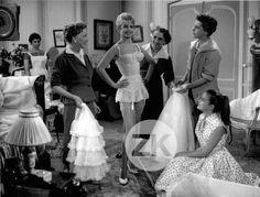 BRIGITTE-BARDOT-Guepiere-UNE-PARISIENNE-Bas-Jambes-Lingerie-Mode-Photo-1957