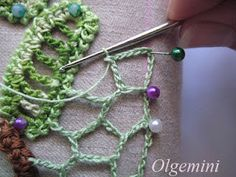 Great tutorial on adding the netting to russian crochet.  I think I'll work on larger pieces for an afghan.  .................ALSO- don't miss the videos on the same page showing the techniques.