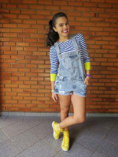 Mundo K: Macaquinho, listras e tênis amarelo.
