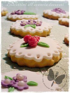 Biscottini all'arancia decorati http://blog.giallozafferano.it/elfapasticciona/biscottini-allarancia-decorati/