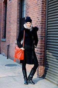 Alla we love your pop of color with that bag. Well done #VanessaJackman