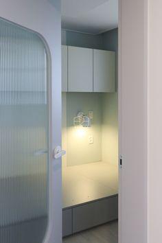 [상월곡 인테리어] 동아에코빌 25평 아파트 인테리어_이사전 by 홍예디자인 : 네이버 블로그 Bathroom Lighting, Kids Room, Bathtub, Mirror, Interior, Furniture, Home Decor, Bathroom Light Fittings, Standing Bath