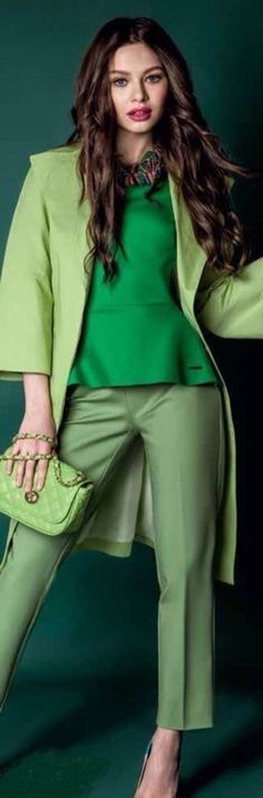 """Pantone Color of the Year """"Greenery"""" Mix of Greens in fashion. Color Of The Year 2017 Pantone, Pantone Color, Green Fashion, Colorful Fashion, Shades Of Green, Pink And Green, Emerald Green, Fashion 2017, Womens Fashion"""