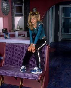 http://image.toutlecine.com/photos/z/e/n/zenon-girl-of-the-21st-century-1999-tv-01-1-g.jpg