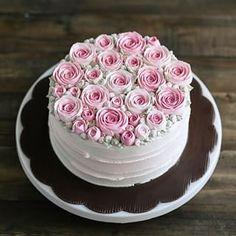Instagram photo by motomakan - Roses garden buttercream cake @ivenoven