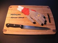 """Die """"Halloween Horror-Hand"""" ist die perfekte Dekoration für die gruseligste…"""