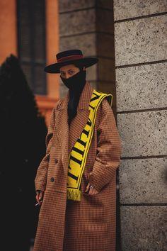 Street Style: Milan Fashion Week Fall Winter 2018 2019 - All About Street Style 2018, Milan Fashion Week Street Style, Look Street Style, Milano Fashion Week, Only Blazer, Moss Fashion, Concert Fashion, How To Wear Scarves, Business Fashion