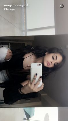 Pin by Karely Osuna on Picture poses Maggie Lindemann, Girl Pictures, Girl Photos, Instagram Pose, Selfie Poses, Cute Girl Photo, Insta Photo Ideas, Girls Selfies, Aesthetic Girl