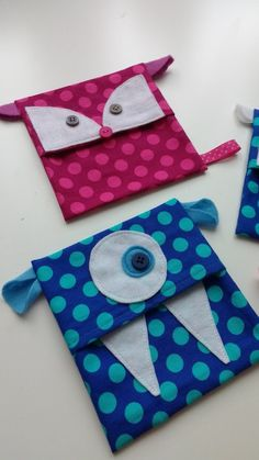 Tutorial cool pack sleeve, instructions DIY fridge monster, cool fox, cool … – Famous Last Words Sewing Tutorials, Sewing Projects, Craft Projects, Sewing Patterns, Homemade Crafts, Diy And Crafts, Crafts For Kids, Packing A Cooler, Good Day Sunshine