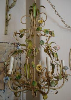 Lampadario depoca in ferro e ceramica wall sconces chandeliers xlrg french porcelain rose tole chandelier parispanacheantiques mozeypictures Image collections