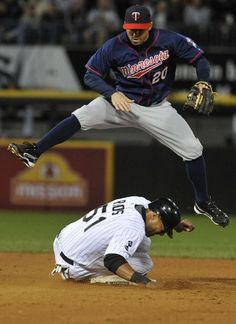 Brian Dozier 20 Of The Minnesota Twins Forces Out Alex Rios 51 Of The