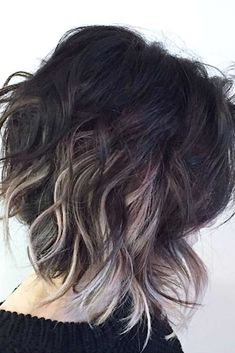 Ombre short hair styles are totally trending at the moment From bright to sexy to subtle, you will love ombre looks for short hair this season - Black Haircut Styles Blonde Underneath, Medium Hair Styles, Curly Hair Styles, Short Styles, Black Haircut Styles, Medium Length Hair Cuts With Layers, Blonde Tips, Mom Hairstyles, Black Hairstyles