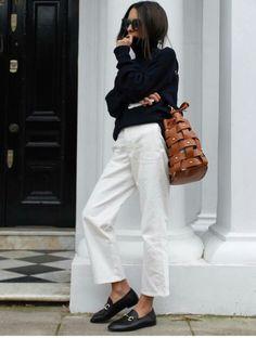 ▷ ideas for an outfit with fantastic white pants - Willemijn Gerda - - ▷ 1001 + idées pour une tenue avec pantalon blanc fantastique pants-suit-white-jacket-look-in-jeans-woman-holding-chic-top black - Looks Street Style, Looks Style, Style Me, Street Style 2018, Girl Style, Mode Outfits, Fall Outfits, Fashion Outfits, Womens Fashion