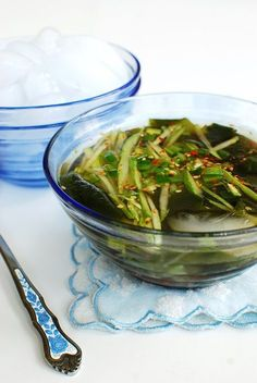 Oi naengguk is a classic chilled soup made with cucumber and seaweed (miyeok). It's a refreshing, tangy soup that's perfect for hot summer days! Korean Soup Recipes, Asian Recipes, Ethnic Recipes, Vietnamese Recipes, Vegetarian Recipes, Korean Street Food, Korean Food, Korean Menu, Korean Cucumber