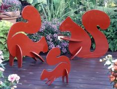 Playful Lawn Squirrels : Large-format Paper Woodworking Plan from WOOD Magazine