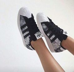 Find New Adidas Superstar Womens Flower Shoes on adidas official online store United Kingdom Or France with Fast Shipping and Off!There are Adidas Superstar Womens Adidas Superstar Mens Here,Black Adidas Superstar ,Adidas Superstar Original ,Black And Adidas Shoes Women, Nike Women, Sneakers Adidas, Vans Women, Adidas Outfit, Tenis Adidas Superstar, Cute Shoes, Me Too Shoes, Rita Ora Adidas