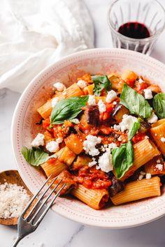 Quick Easy Vegan, Vegan Recipes Easy, Pasta Recipes, Rigatoni, Pasta Alla Norma, Eat This, Going Vegan, Pasta Salad, Thai Red Curry