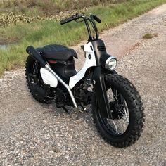C90 Honda, Motos Honda, Honda Bikes, Honda Motorcycles, Custom Motorcycles, Cars And Motorcycles, Moped Bike, Mini Motorbike, Cafe Racer Motorcycle