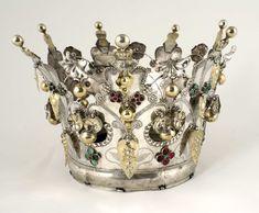 Norwegian Sunday: Bridal Crowns – Part III, Gallery Royal Jewels, Crown Jewels, Folk Clothing, Bone Jewelry, Circlet, Bridal Crown, Museum, Tiaras And Crowns, Metal Crafts