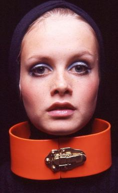 I love the British fashion model Twiggy :)))