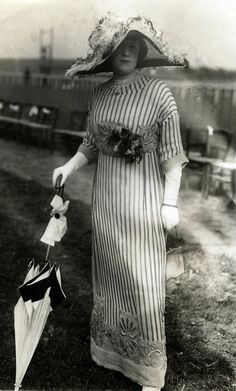 Women's fashion from The model shows a long striped dress with an embroidered bottom edge. On her head a large hat with feathers and a parasol in her hand and a bag. Edwardian Clothing, Edwardian Dress, Edwardian Fashion, Vintage Fashion, Edwardian Era, 1900s Fashion, Historical Costume, Historical Clothing, Historical Dress
