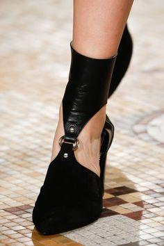 Altazurra 2018 #fashion #vanessacrestto #shoes #style #stiletto Photo: Marcus Tondo