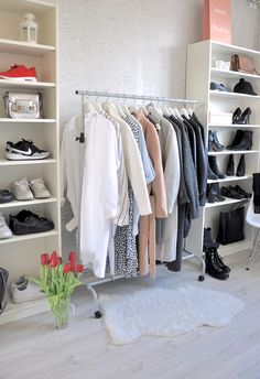 Dream Closet of http://sixfeetfromtheedge.com/category/personal/