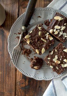 brownies de tofu e amêndoa. vegan, sem açúcar , tão bons que nem acredita que são saudáveis