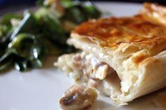 Hühnchen Pilz Pie: Ein saftiger Pie mit einem erfrischenden Sommersalat! Ale, Rind, Spanakopita, Baking Recipes, Chicken, Meat, Ethnic Recipes, Desserts, English Cuisine