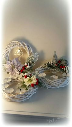 Christmas wreath 2016 Christmas Advent Wreath, Primitive Christmas, Country Christmas, Christmas Decorations, Christmas Tree, Advent Candles, Iris, Diy And Crafts, Centerpieces