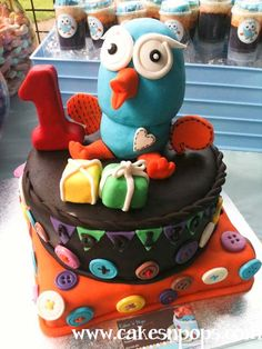 Such a cute Giggle and Hoot Cake.