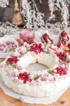 This holiday cranberry and pomegranate pavlova with marshmallowy inside topped with marbled mascarpone cream and berries is a festive paradise in your mouth Christmas Desserts, Christmas Baking, Christmas Pavlova, Holiday Cakes, Christmas Treats, Bolo Pavlova, Pomegranate Dessert, Pomegranate Seeds, Sugared Cranberries