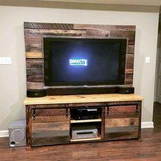 easy diy tv stand designs made of pallet woods diy palle Pallet Furniture Tv Stand, Pallet Tv Stands, Diy Furniture, Rustic Furniture, Upcycled Furniture, Rustic Media Console, Tv Console Modern, Modern Tv, Rustic Modern